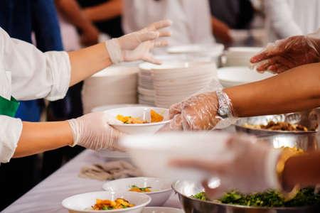 Donner de la nourriture aux personnes affamées, Concept de pauvreté et de faim