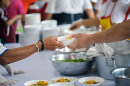 People who are rich and mentally assisting people in society, sharing food for the hungry : Help and Donation Concepts Stockfoto