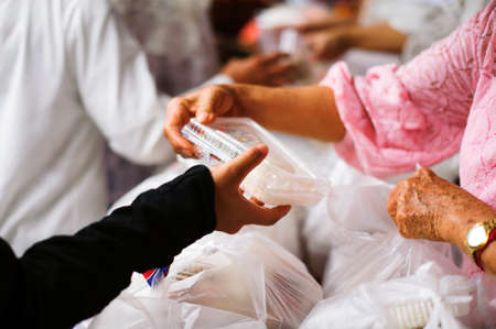 the economic downturn causes food shortages : Donate Food with Love and Hope to the Poor: The concept of food is essential to life: the concept of hope: Hand-feeding to the needy in society : Concept of Feeding