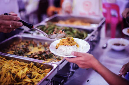 Poor people share food from wealthy philanthropists : the concept of free food service