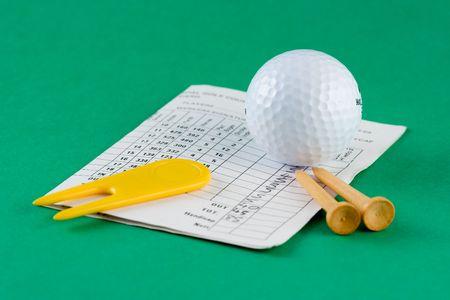 riparatore: Pallina da golf, tees, divot riparatore e scorecard  Archivio Fotografico