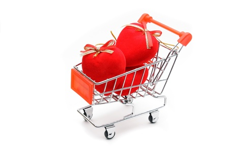 Hearts in shopping cart isolated on white background Standard-Bild