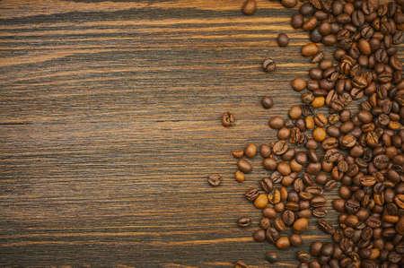 コーヒー豆の背景。焙煎コーヒー。平面図です。選択と集中。テキストのための場所
