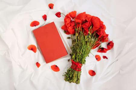 ポピーと本の花束