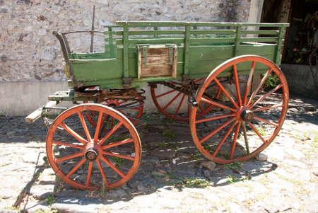 carreta madera: Uruguay - Colonia Del Sacramento - Vagón Madera Decorativo En La Calle De La Ciudad Vieja