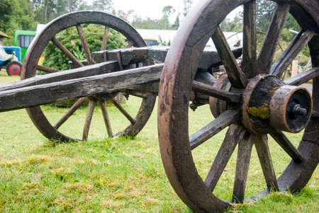 Tiempo colonial Ped - Hechos a mano la rueda de carro - antiguo vagón de ruedas - Puerto Montt - Chile Foto de archivo