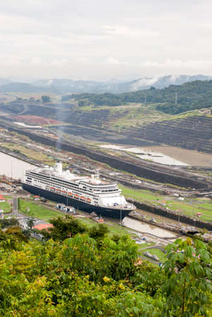 miraflores: MS Zaandam - Holland America Cruise Line Ship in Panama Canal - 29.09.2013