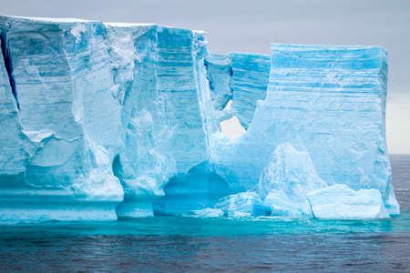 ブランスの表の氷山