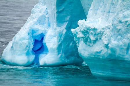 南極大陸 - 南極半島 - パーマー群島 - 同チャンネル - 地球温暖化 - おとぎ話の風景 - ブランスの表の氷山
