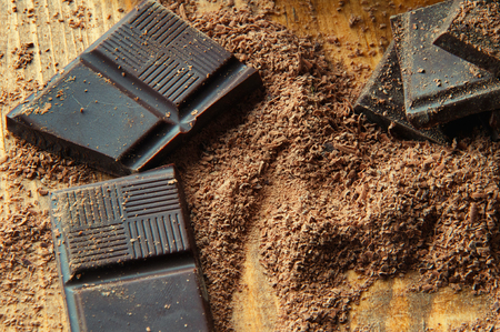 chopped: Chopped chocolate with cocoa.