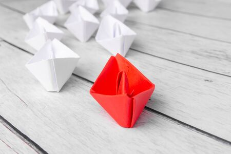 Leadership concept using red paper ship among white Banque d'images - 132813440