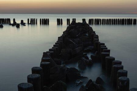 Puesta de sol en el Mar Báltico. Vacaciones de verano.