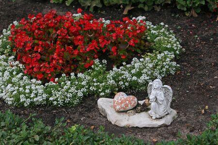 praying angel: Angel hearts praying