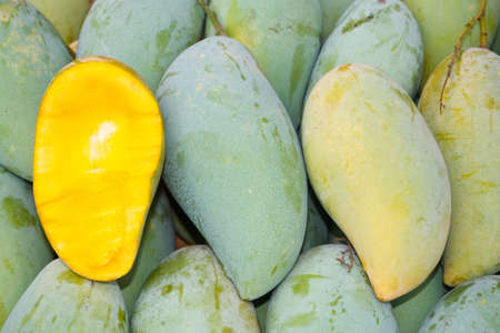 linn: Mango (Mangifera indica Linn.), On the market.