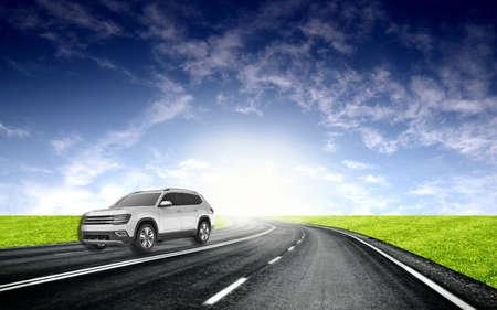 Silver 4x4 jeep rough landscape. CROSSOVERS SUVS . SILVER SKY METALLIC Silver cars . Luxury car Standard-Bild - 118074066