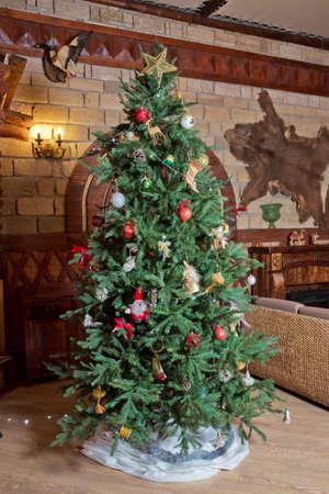 Decorated Christmas tree . Beautiful christmas tree isolated . Christmas tree in an old home 스톡 콘텐츠