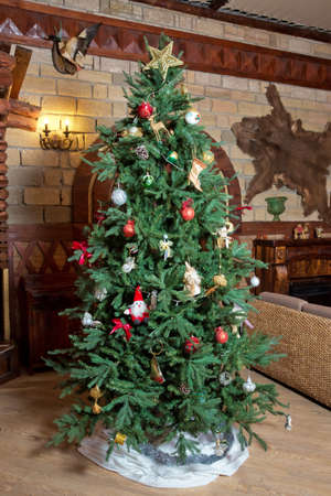 Decorated Christmas tree . Beautiful christmas tree isolated . Christmas tree in an old home 스톡 콘텐츠 - 129927921