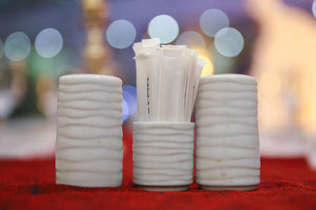 White salt pan. Toothpick. Ceramic pepper pot, salt shaker, toothpicks in paper .disposable wooden toothpicks in individual packing . blurred background in restaurant. 스톡 콘텐츠