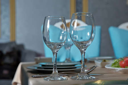 Empty glasses set in restaurant. Part of interior . wine glasses on the table in front of the empty wineglass. 스톡 콘텐츠