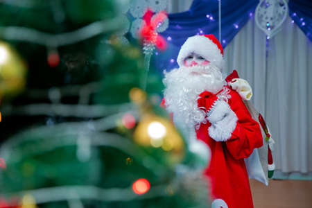 Baku, Azerbaijan . 12.01.2018 . Father Frost speaks with a microphone . Santa Claus is singing Christmas songs against . Man in Santa Claus suit posing with microphone. Foto de archivo