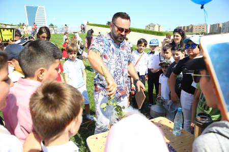 BAKU, AZERBAIJAN - JUNE 1 2019 : Kids festival . In park of Heydar Aliyev Center. show with nitrogen Editoriali