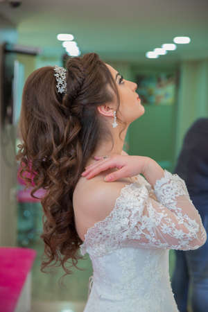 Azerbaijan Baku . 6.06.2018. The bride puts her hand on her shoulder and takes a picture at the wedding. Wedding photo session in a beauty salon.The bride put her hand on his shoulder