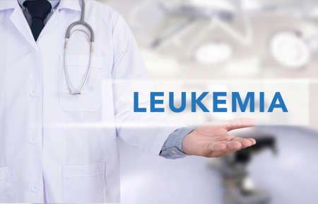 leucemia: LEUCEMIA concepto de medicina de trabajo médico mano Foto de archivo
