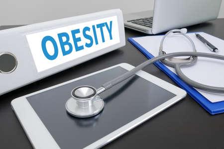 obesidad infantil: OBESIDAD carpeta en el escritorio en la mesa. ipad Foto de archivo
