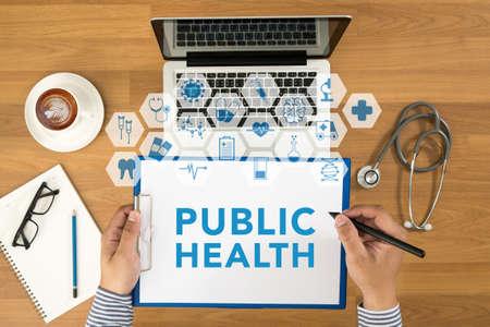salud publica: la vista del p�blico de salud concepto superior, doctor escritura de la enfermera en un sujetapapeles, equipos m�dicos