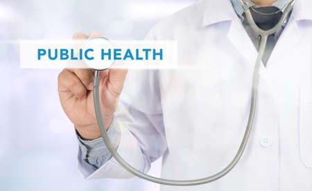 salud publica: SALUD P�BLICA concepto de medicina m�dico mano de trabajo en la pantalla virtual