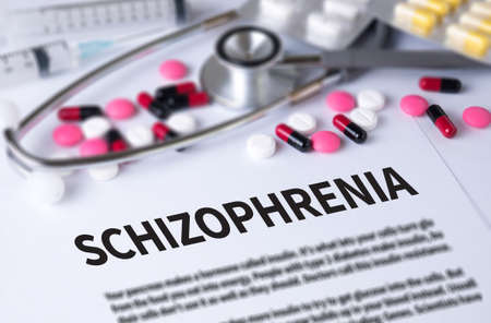 esquizofrenia: La esquizofrenia y el fondo de Medicamentos Composici�n, estetoscopio, mezclar medicamentos de terapia m�dico y selectfocus Foto de archivo