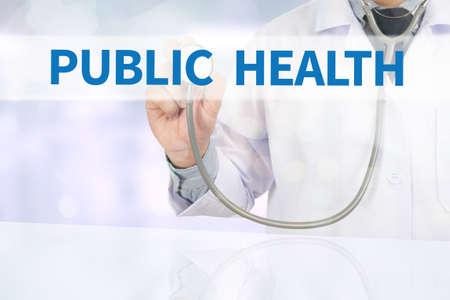 salud publica: Medicina SALUD P�BLICA m�dico mano de trabajo en la pantalla virtual