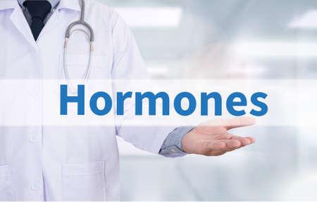 호르몬 사업 개발 의학 의사가 손을 작동