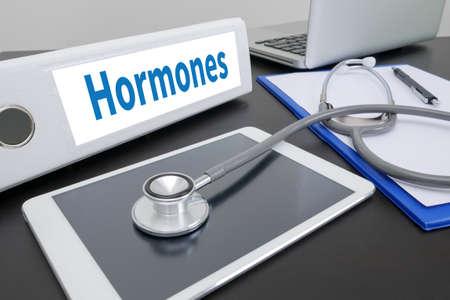 hormonas: Hormonas carpeta de desarrollo de negocios en el escritorio en la mesa.