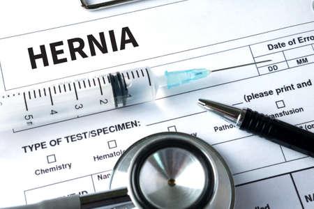 HERNIA Medisch Rapport met Samenstelling van Geneesmiddelen - Pillen, injecties en spuit Stockfoto