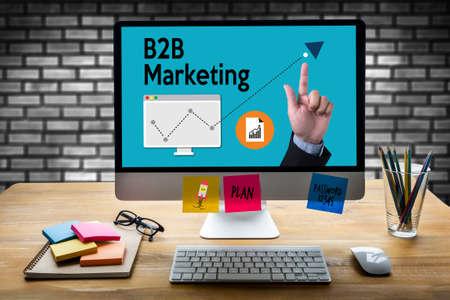 B2B Marketing Business naar Business Marketing Company, B2B Business to Business Corporate Connection Partnership, zakenman en zakenvrouw, business to business