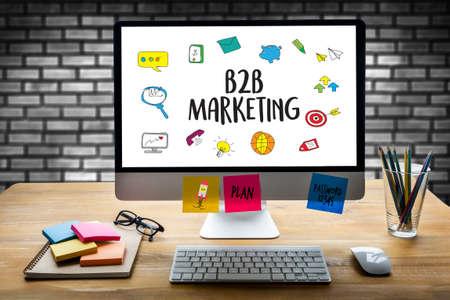 B2B Marketing Business to Business Marketing Company, zakenman en zakenvrouw Stockfoto
