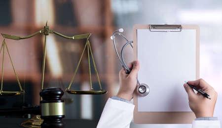 concepto de ley Ley de juez cumplimiento de farmacia médica Reglas comerciales de atención médica. Foto de archivo