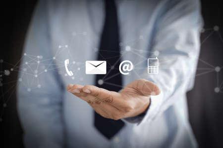 CONTÁCTENOS (Línea directa de atención al cliente, personas CONECTADAS) Llame a Atención al cliente Foto de archivo