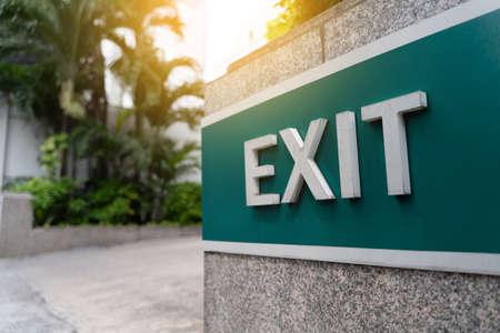 Closeup exit door Emergency Fire exit sign in condo Banque d'images