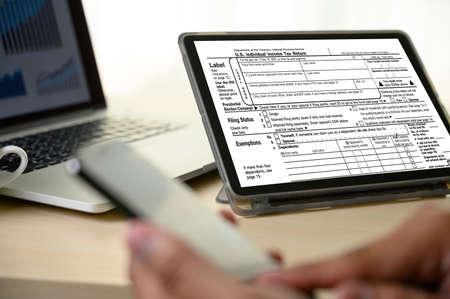 Income Tax Return and Refund Individual income tax return online Fixed income 版權商用圖片
