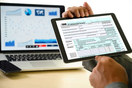 Income Tax Return and Refund Individual income tax return online Fixed income Imagens