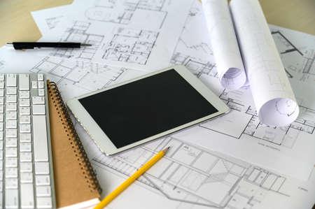 Współpraca Komputer korporacyjny laptop i pro-cyfrowy projekt architektoniczny Praca architektów