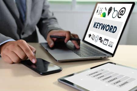 Parole chiave Ricerca COMUNICAZIONE ricerca, ottimizzazione on-page, seo Archivio Fotografico