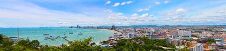 建物とパタヤ ビーチの高層ビルの海からの眺め 写真素材