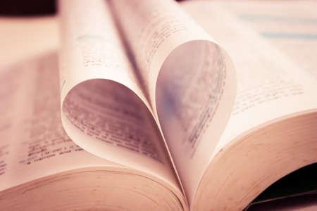 leer biblia: Página del libro Corazón