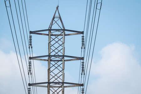 Poste de alta tensión o Torre de alto voltaje