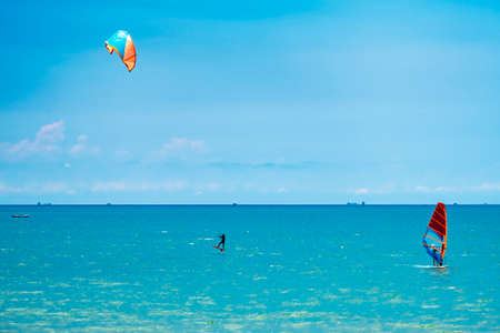 Windsurfing and Kiteboarding Sports on the beach in holiday Banco de Imagens