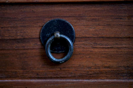 Metal Round Handle Knobs On Wood Drawer Banco de Imagens - 131440029