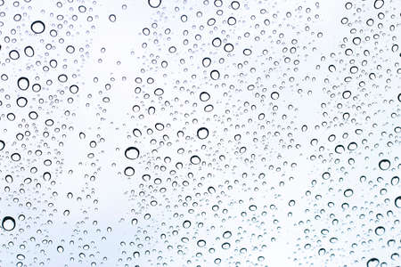 Water droplets adhering to the windshield of the car 免版税图像